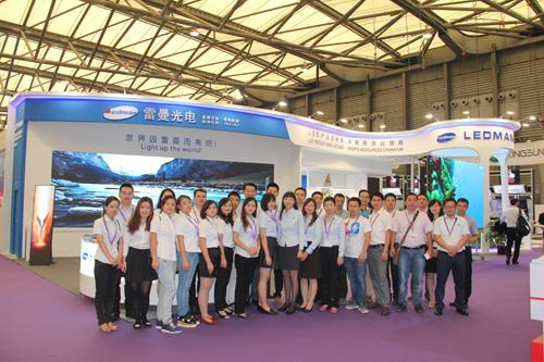 雷曼光电率团出征上海,第十一届上海国际LED暨LED照明展,展位上汇聚八方来客,吸引无数目光!